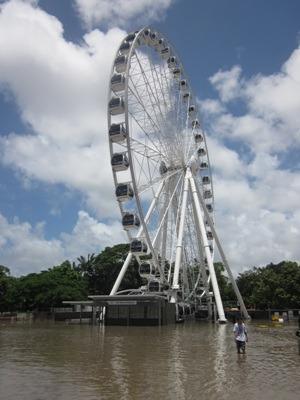 Das Riesenrad von Brisbane bei der Flutkatastrophe 2011